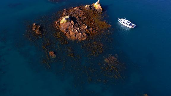 Tour de l'île à bord du Bigorneau de la compagnie Sur Mer Bréhat